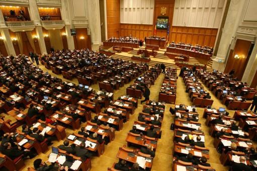 Deputaţii PDL şi cei ai PNL au depus azi, în plenul Camerei Deputaţilor, o moţiune simplă pe Justiţie