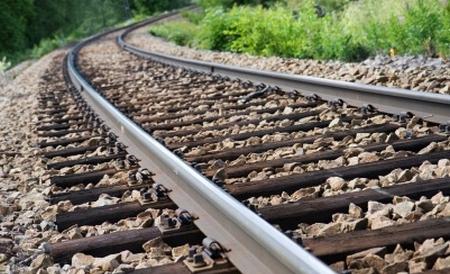 O adolescentă în vârstă de 16 ani din municipiul Sfântu Gheorghe a fost lovită de un tren accelerat în timp ce poza pe calea ferată, impactul fiindu-i fatalO adolescentă în vârstă de 16 ani din municipiul Sfântu Gheorghe a fost lovită de un tren accelerat în timp ce poza pe calea ferată, impactul fiindu-i fatal