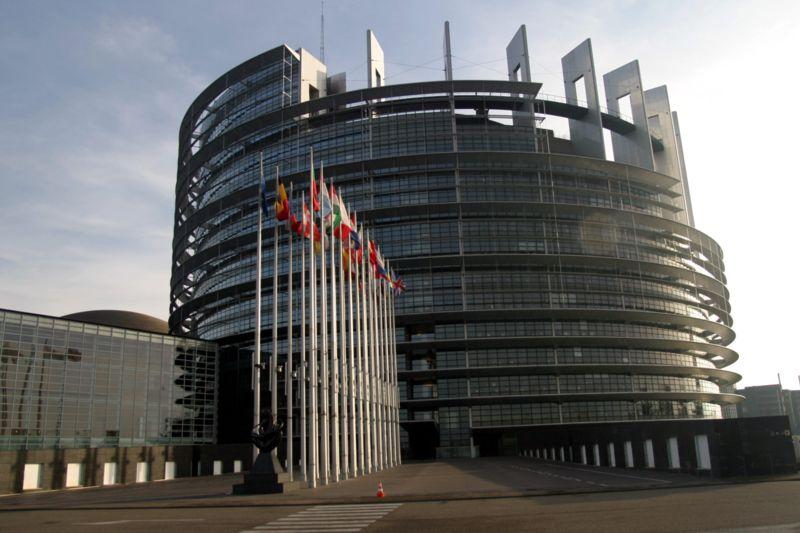 Noul Parlament European urmează să-l voteze marţi la Strasbourg pe luxemburghezul Jean-Claude Juncker în fruntea Comisiei Europene