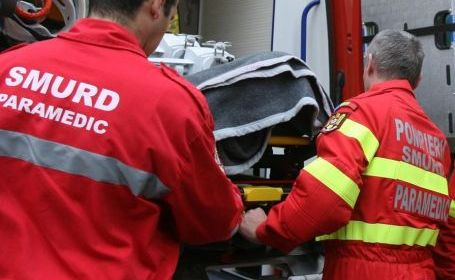 Un băiat în vârstă de nouă ani, care a fost accidentat ieri după-amiază într-un carambol petrecut pe DN 11, în apropierea oraşului Târgu Secuiesc, este internat în stare gravă în spital