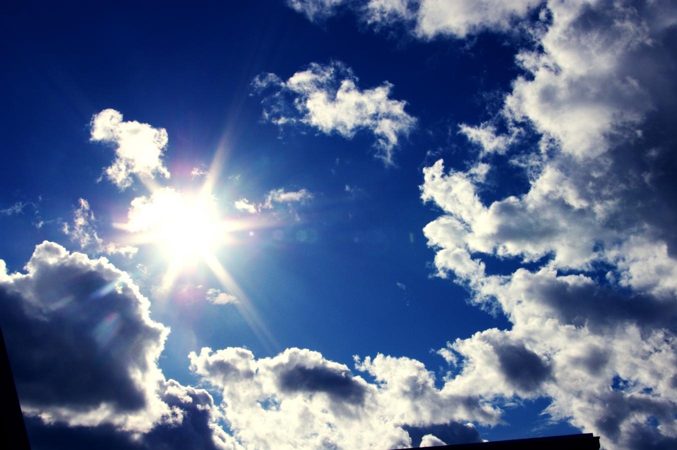 Mâine vremea va fi caldã şi uşor instabilã dupã orele amiezii