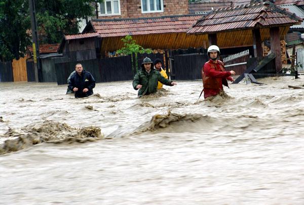 Apele s-au revărsat şi au provocat inundaţii grave în Sudul ţării