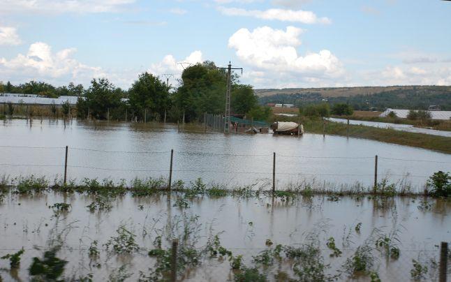 Ancheta în cazul inundaţiilor din Gorj continuă