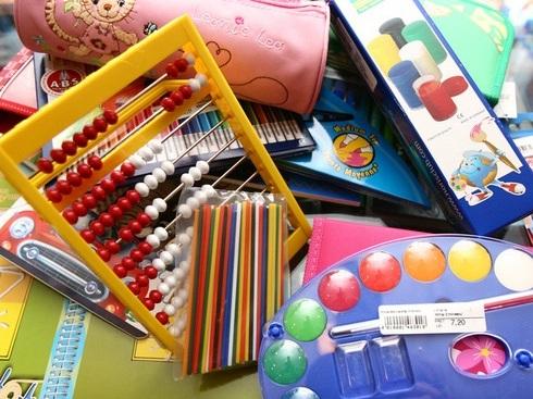 Aproape 19.000 de copii de clasele I-VIII din judeţul Mureş beneficiază de rechizite şcolare gratuite
