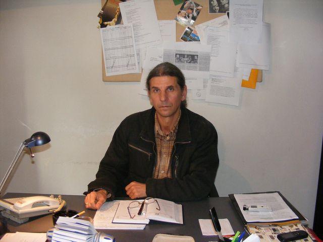 Directorul Teatrului Ariel din Tîrgu-Mureş, Gavril Cadariu, rămâne în funcţie