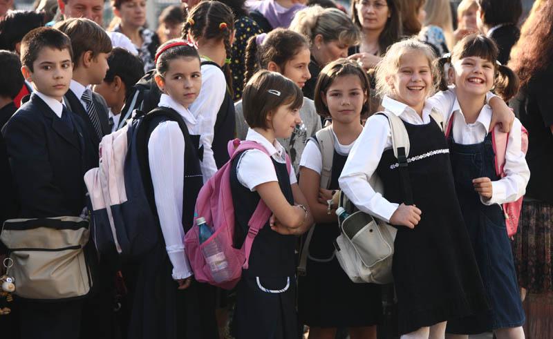 Aproximativ 3 milioane 200 de mii de elevi şi preşcolari încep, azi, cursurile în anul şcolar 2014 – 2015