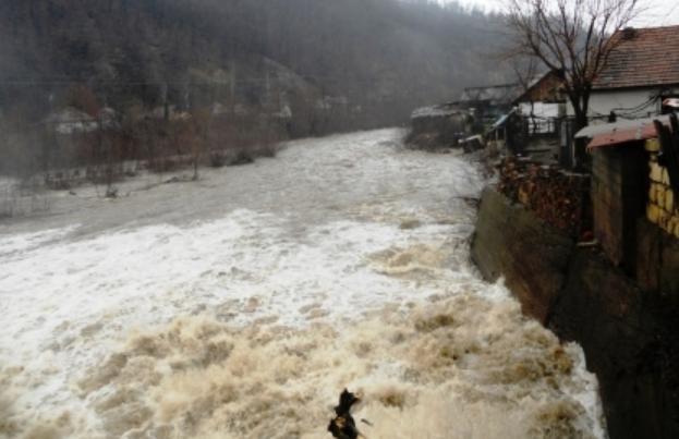 Cod portocaliu de inundaţii pentru râurile din judeţele Timiş, Caraş-Severin şi Mehedinţi până mâine la ora 14