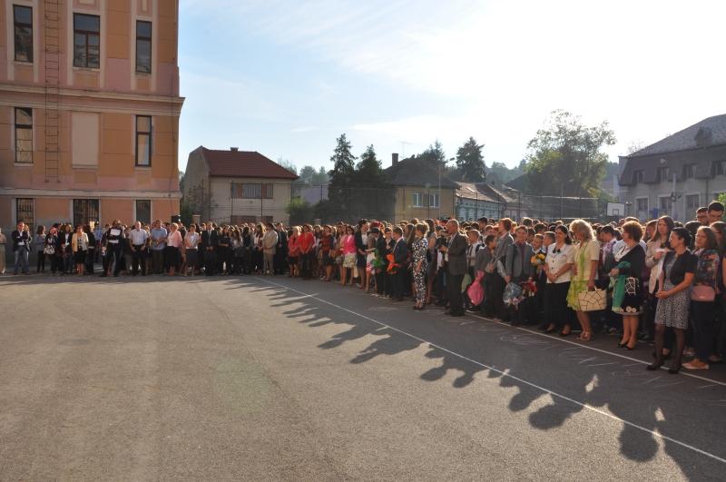 Peste 1.000 de elevi au participat la festivitatea de deschidere a noului an şcolar la Colegiul Naţional Al. Papiu Ilarian din Târgu-Mureş