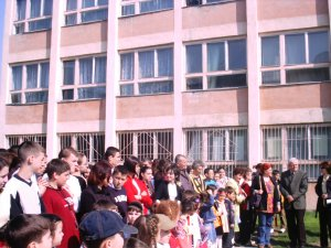 Apoape 53.000 de elevi şi preşcolari din judeţul Harghita au trecut astăzi pragul unităţilor de învăţământ