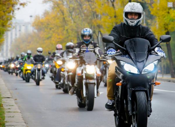 Aproximativ 7 000 de motociclişti din toată ţara sunt aşteptaţi la o acţiune comemorativă ce va avea loc sâmbătă, la Sânzieni, judeţul Covasna
