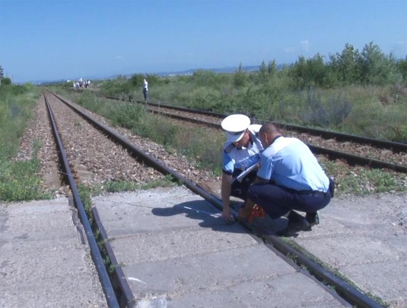 Circulaţia feroviară este blocată pe ruta Adjud – Bacău din cauza unui accident soldat cu un 2 morţi şi un rănit