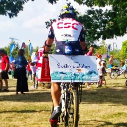 14 ciclişti de rezistenţă şi câteva zeci de ciclişti amatori au dat azi startul unui eveniment organizat în scopuri caritabile