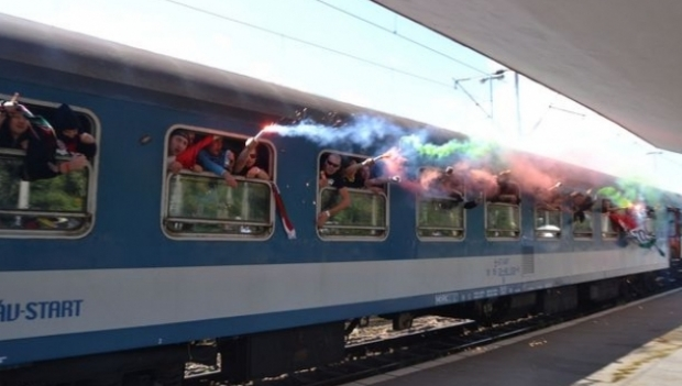Trenul special cu suporteri ungari a ajuns la Bucureşti fără incidente
