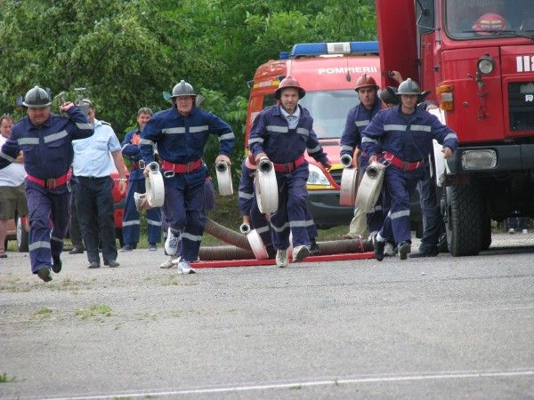 Autorităţile judeţului Harghita sprijină activitatea pompierilor voluntari