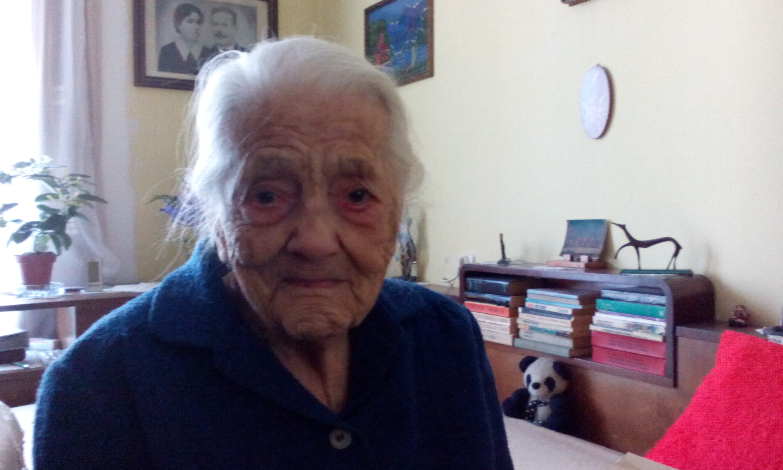 Cea mai vârstnică mureşeancă, felicitată de autorităţi