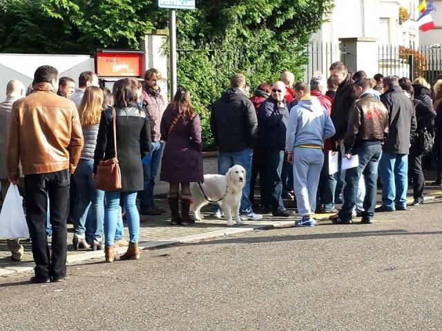 Cozi mari la cele două secţii de votare din Paris