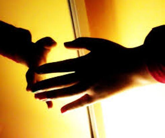 Zece probleme de sănătate asociate cu tremuratul mâinilor
