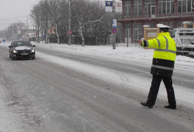 O singură amendă pentru lipsa cauciucurilor de iarnă, în Mureș