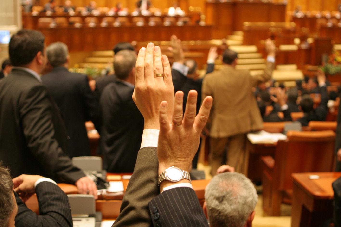 Birourile permanente reunite ale Senatului şi Camerei Deputaţilor au stabilit calendarul dezbaterii şi adoptării legii bugetului de stat şi bugetului asigurărilor sociale pe anul viitor
