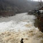 cod-portocaliu-de-inundatii-pe-rauri-din-sapte-judete-avertizarea-valabila-pana-marti-la-ora-12-00-18481223