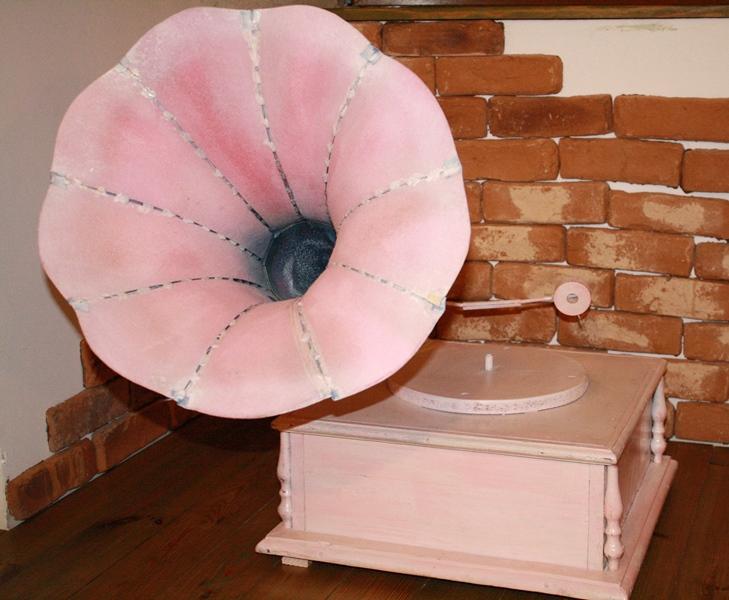 Gramofon roz brand (1)