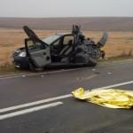 Accident cumplit în Timiş! Doi tineri au murit, azvârliţi din maşină