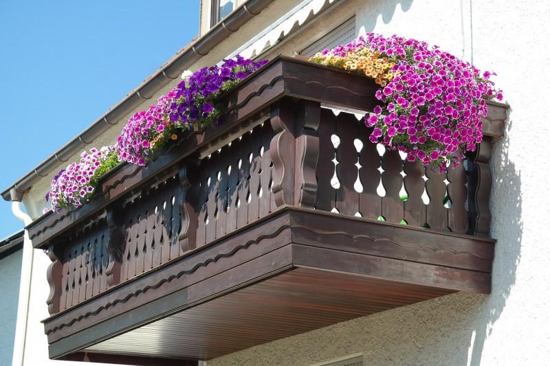balcony-200431_1280