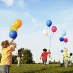 children_playing_with_balloons_1_18251200