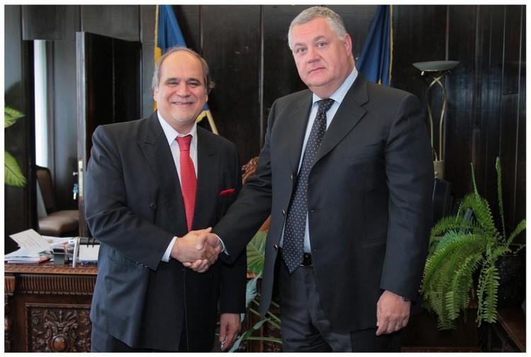 În imagine, Ovidiu Miculescu, Preşedinte Director General Radio România, împreună cu dr. Javad Mottaghi, Secretarul General al ABU.