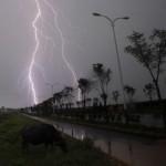 avertizare-meteo-vor-fi-doua-zile-cu-averse-decarcari-electrice-vant-puternic-si-grindina-18504207
