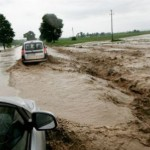1-inundatii-la-valcea-oameni-izolati-case-si-drumuri-inundate