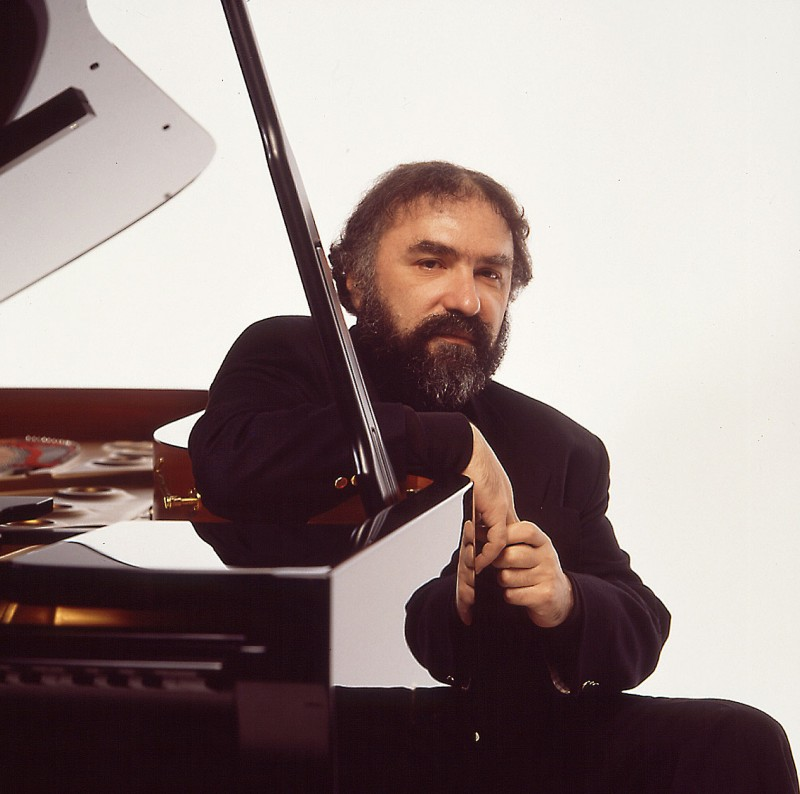 Radu Lupu, pianoÊ Photo: Mary Robert, Decca