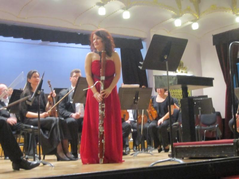 Foto: RTM/Margareta Pușcaș; Ana Docolin pe scena Sălii Palatului Tg. Mureș, 2015