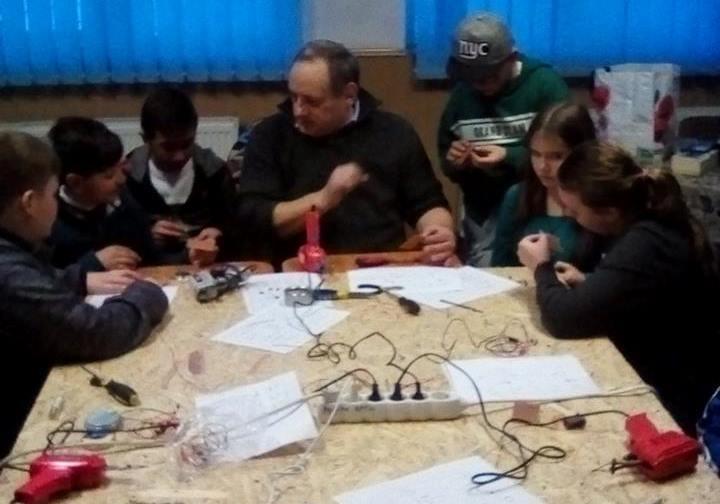 """Foto: facebook.com/ Şcoala Gimnazială """"Gheorghe Şincai"""" - Râciu"""