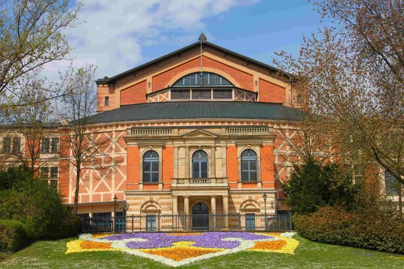 Bayreuth_Festspielhaus_Vorderansicht