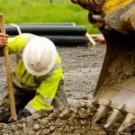 santier-excavator-muncitor-constructii-munca-1170x658