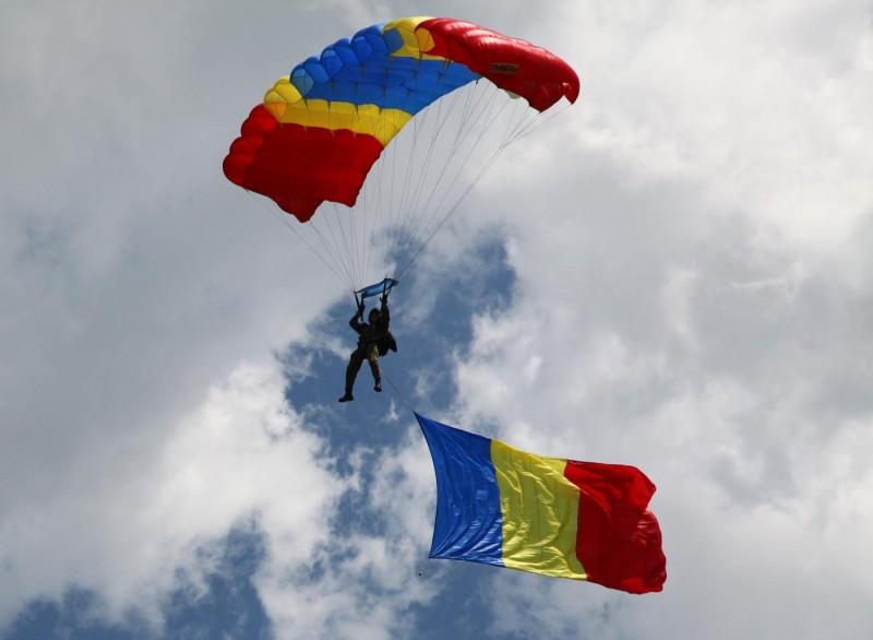 10 iunie - Ziua Paraşutiştilor Militari Sursa foto: forter.ro)