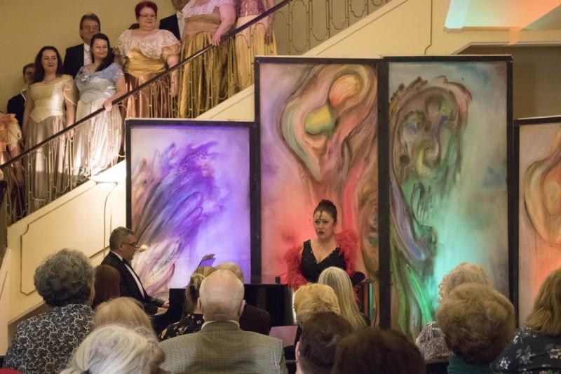 salonul muzical al operei