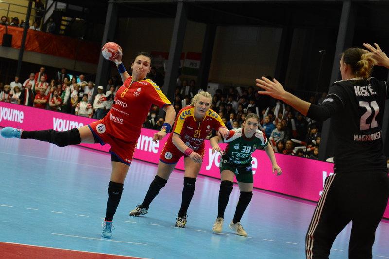 România, handbal feminin, Cristina Neagu & Crina Pintea (Sursa foto: facebook.com, FRH - Federația Română de Handbal)