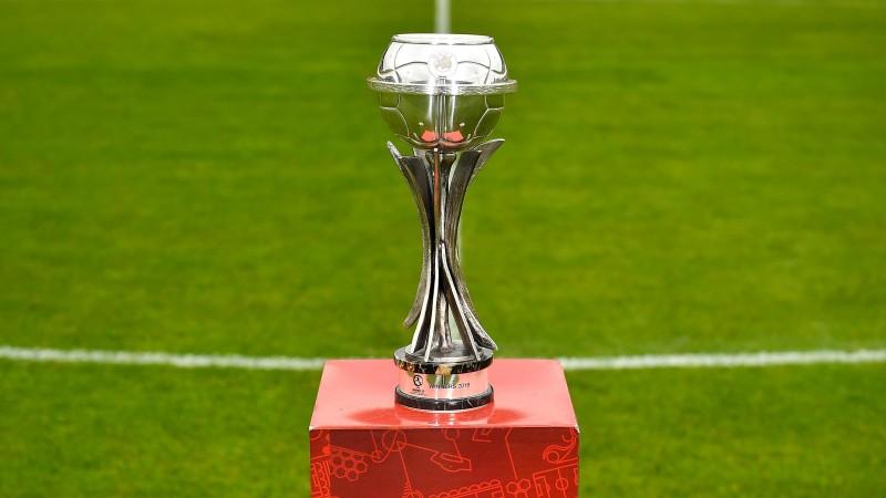 UEFA U 17 - trofeul (Foto: uefa.com)