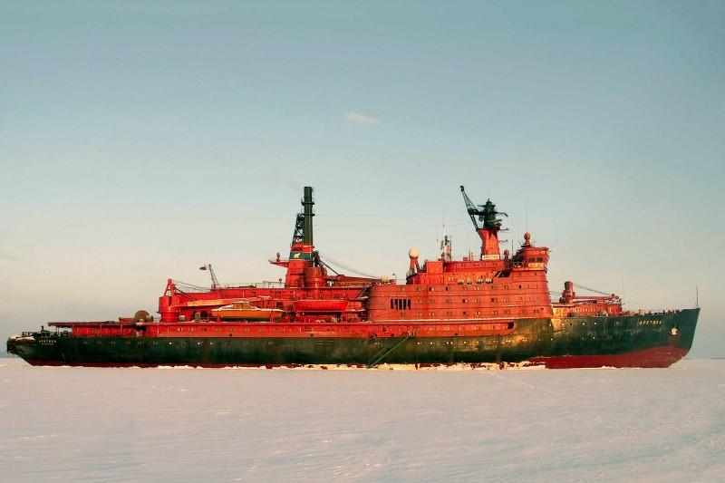 17 august 1977 - ''Arktika'', spărgător de gheaţă nuclear sovietic a atins, în premieră, Polul Nord (Sursa foto: ro.wikipedia.org)