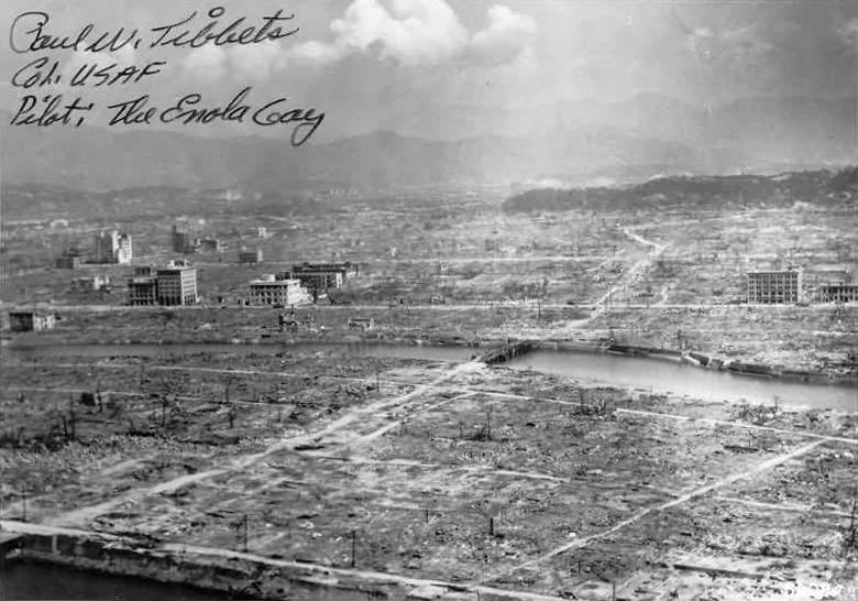 6 august 1945 - Hiroshima, după bombardamentul atomic ( sursa foto: chinfo.navy.mil, by upload.wikimedia.org